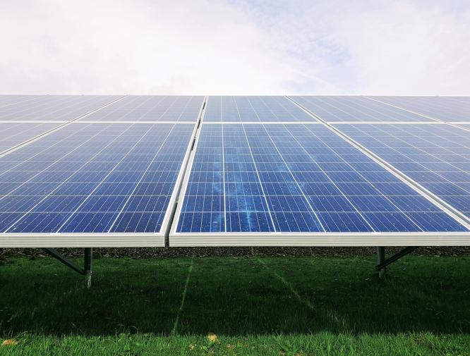 Le Groupe LML | Panneaux solaire et gazon