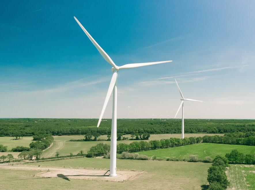 Le Groupe LML | Éoliennes et paysage d'été