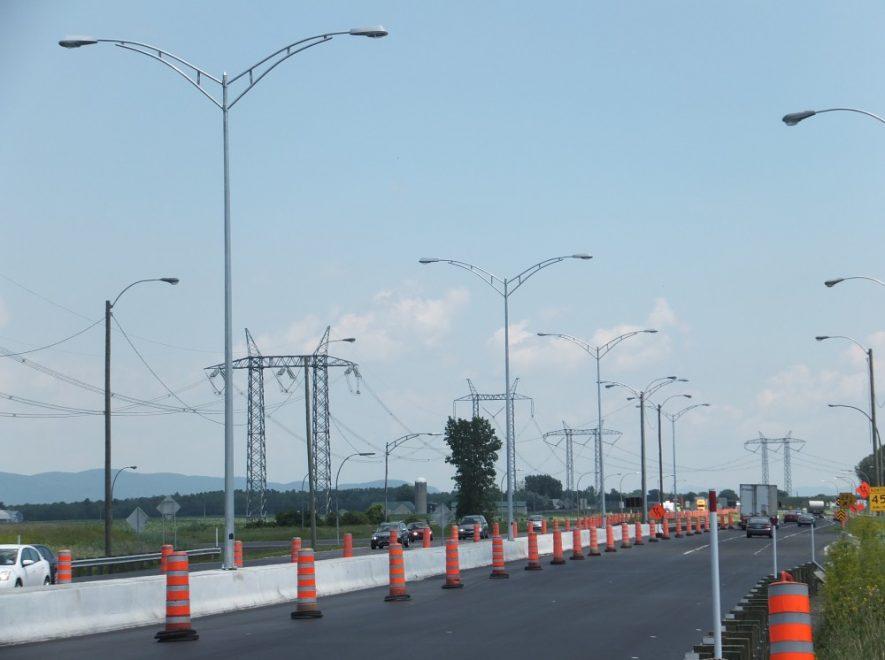 Le Groupe LML | Lumières sur l'autoroute et cônes oranges
