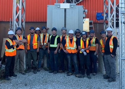 Le Groupe LML | Gros plan d'une équipe de travailleurs de la construction, à l'extérieur